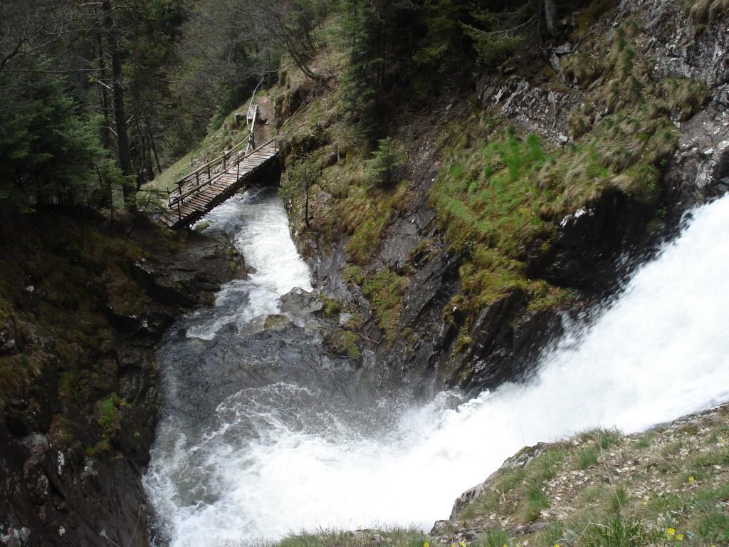 Каньонът на водопадите край Смолян