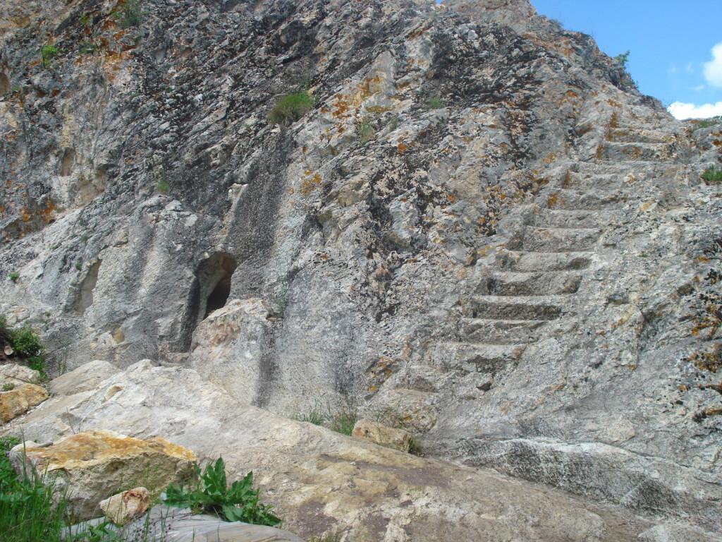пътеводител източни родопи gluhite kamani kamenni stalbi grobnici